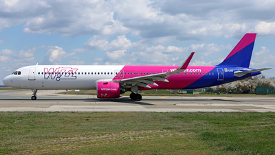 A picture of HALVB - Airbus A321271NX - Wizz Air - © Marin Ghe.