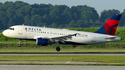A picture of N325NB - Airbus A319114 - Delta Air Lines - © Carlos Barcelo