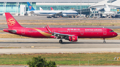 A picture of B8317 - Airbus A321211 - Juneyao Airlines - © sam fu
