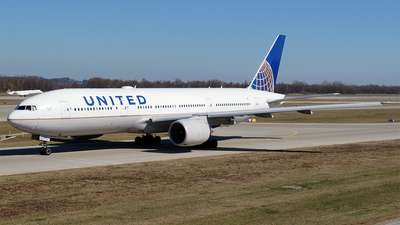 A picture of N799UA - Boeing 777222(ER) - United Airlines - © Hugo Schwarzer