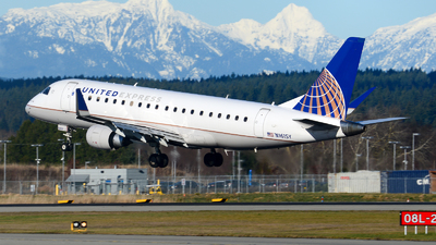 A picture of N161SY - Embraer E175LR - United Airlines - © Chung Kwok