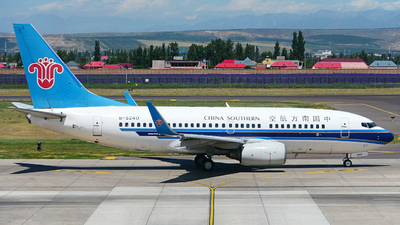 A picture of B5240 - Boeing 73771B - China Southern Airlines - © LaCurtain