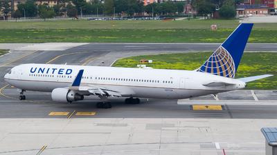 N651UA - Boeing 767-322(ER) - United Airlines