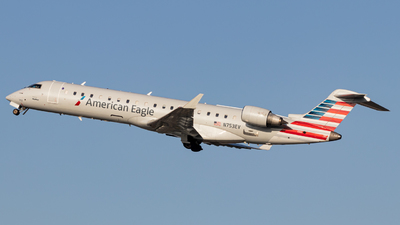 A picture of N753EV - Mitsubishi CRJ701ER - American Airlines - © Issac