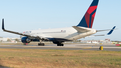 A picture of N174DZ - Boeing 767332(ER) - Delta Air Lines - © Luis Bastardo