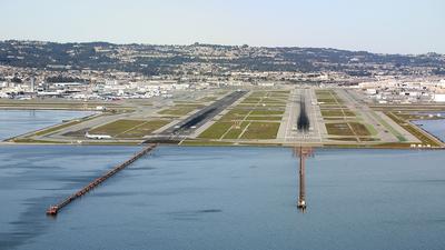KSFO - Airport - Runway