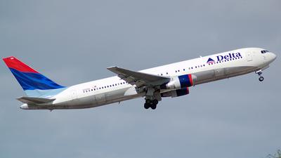 N125DL - Boeing 767-332 - Delta Air Lines