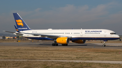 A picture of TFISK - Boeing 757223 - Icelandair - © Roberto Bianchi
