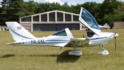 HA-UAL - TL Ultralight TL-2000 Sting S4 - Private