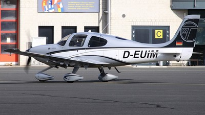 D-EUIM - Cirrus SR22-GTS - Private
