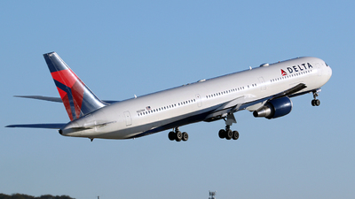 A picture of N827MH - Boeing 767432(ER) - Delta Air Lines - © Kevin Porter