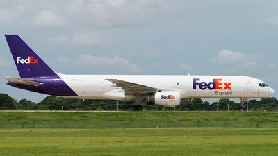 A picture of N943FD - Boeing 7572G5(SF) - FedEx - © bill wang