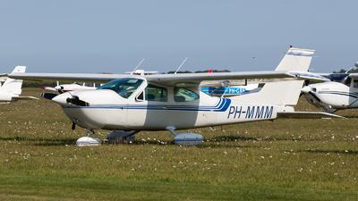 A picture of PHMMM - Cessna 177B Cardinal - [17702528] - © Kas van Zonneveld