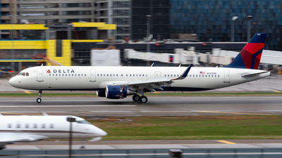 A picture of N122DN - Airbus A321211 - Delta Air Lines - © Steve Rinde