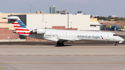 A picture of N708SK - Mitsubishi CRJ701ER - American Airlines - © Saul Hannibal