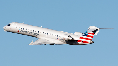 A picture of N515AE - Mitsubishi CRJ701ER - American Airlines - © Ben Suskind