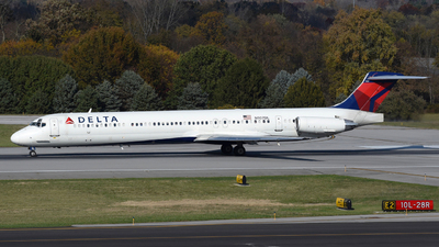 A picture of N907DL - McDonnell Douglas MD88 - [49538] - © DJ Reed - OPShots Photo Team
