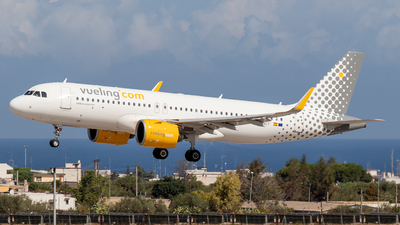 A picture of ECNCF - Airbus A320271N - Vueling - © Giuseppe Gattullo - Plane Spotters Bari