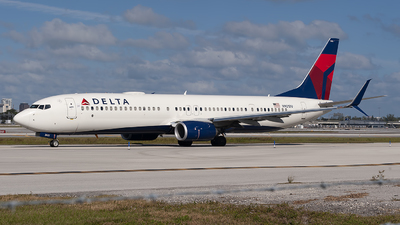 A picture of N921DU - Boeing 737932(ER) - Delta Air Lines - © Mark Lawrence