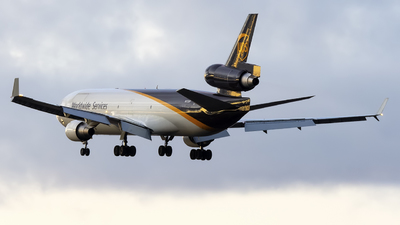 A picture of N272UP - McDonnell Douglas MD11F - UPS - © Mark Szemberski