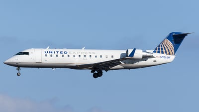 A picture of N986SW - Mitsubishi CRJ200LR - United Airlines - © Marco Papa