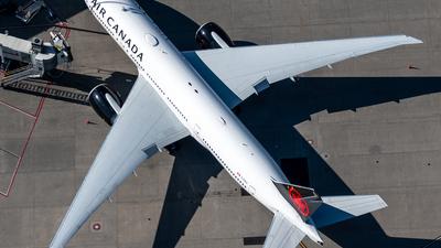 A picture of CFIUJ - Boeing 777233(LR) - Air Canada - © Derek MacPherson