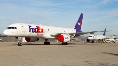 A picture of N927FD - Boeing 757204(SF) - FedEx - © Severin H.
