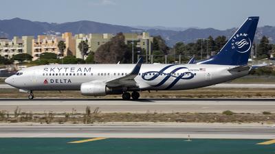 N381DN - Boeing 737-832 - Delta Air Lines