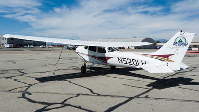 A picture of N520LH - Cessna 172S Skyhawk SP - [172S9731] - © SpotterPowwwiii