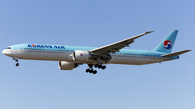 HL8218 - Boeing 777-3B5ER - Korean Air
