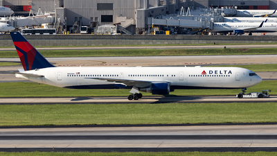 A picture of N832MH - Boeing 767432(ER) - Delta Air Lines - © JinZi