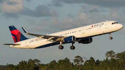 N318DX - Airbus A321-211 - Delta Air Lines