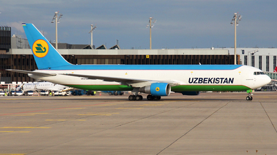 A picture of UK67001 - Boeing 76733P(ER)(BCF) - Uzbekistan Airways - © Florian Resech