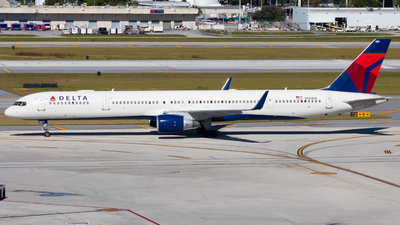 A picture of N581NW - Boeing 757351 - Delta Air Lines - © Davin Amy