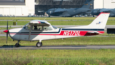 A picture of N517DL - Cessna 172N Skyhawk - [17268965] - © Devin | Charleston.Spotter