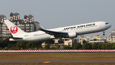 A picture of JA620J - Boeing 767346(ER) - Japan Airlines - © Y.S Song
