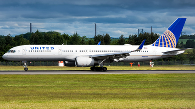 N33132 - Boeing 757-224 - United Airlines