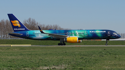 A picture of TFFIU - Boeing 757256 - Icelandair - © Jan Seler