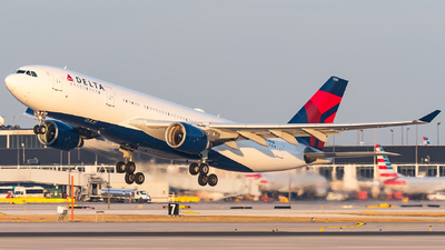 A picture of N858NW - Airbus A330223 - Delta Air Lines - © bill wang