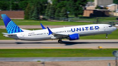 A picture of N27519 - Boeing 737 MAX 9 - United Airlines - © Mateo Skinner
