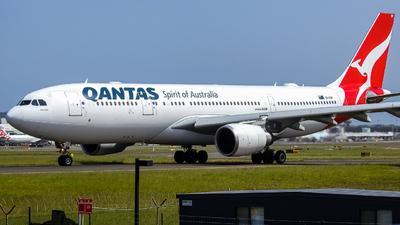 VH-EBF - Airbus A330-202 - Qantas