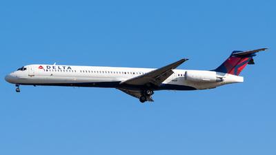 N905DE - McDonnell Douglas MD-88 - Delta Air Lines