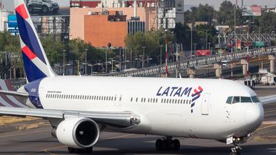 A picture of CCCXC - Boeing 767316(ER) - LATAM Airlines - © Antonio Velasco Cruz