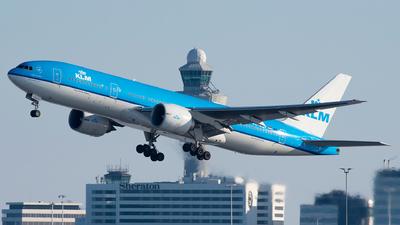 A picture of PHBQP - Boeing 777206(ER) - KLM - © Ricardo de Vries