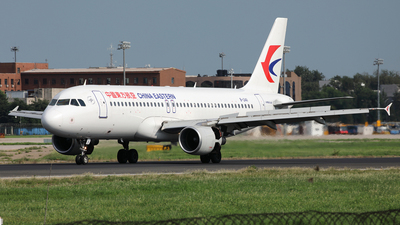 B-2411 - Airbus A320-214 - China Eastern Airlines