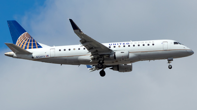 A picture of N726YX - Embraer E175LR - United Airlines - © Lorenzo P