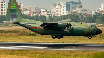 61-2640 - Lockheed C-130B Hercules - Bangladesh - Air Force