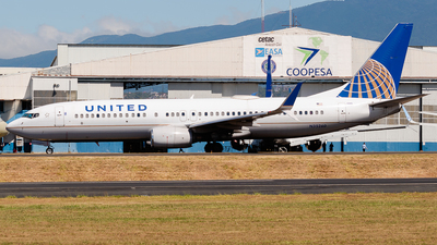 A picture of N35260 - Boeing 737824 - United Airlines - © Ivan Jimenez Rojas