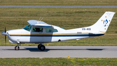 VH-MIQ - Cessna 210N Centurion II - Jandakot Flight Centre