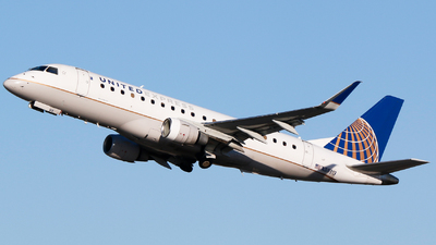 A picture of N89313 - Embraer E175LR - United Airlines - © Alec Mollenhauer